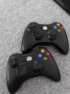 Xbox 360 sa 3 igrice