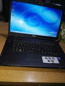 Laptop Fujits Siemens u odlicnom stanju kao nov