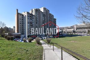 BAULAND Trosoban stan / preko puta Općine Novi Grad