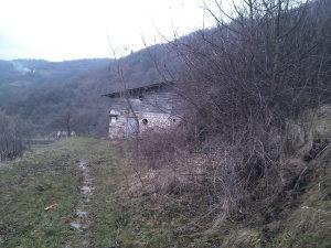 Zemljište sa pomoćnim objetima u Kreševu - Crnići