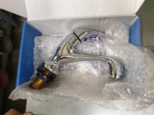 Česma usadna sa 3 cijevi za sudoper