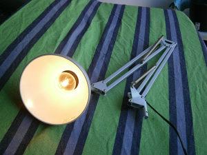 Zglobna radna tehnička lampa IKEA.