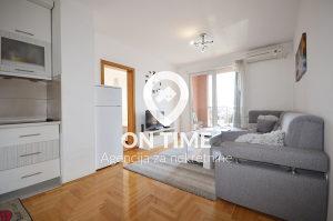 ON TIME prodaje: Namješten stan, Stup, 37 m2 sa lođom