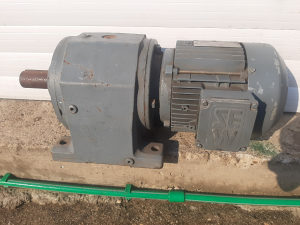 Elektro motor reduktor 1.1 kw 14t0 - 24 o/ min