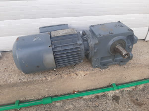 Elektro motor reduktor 0.55 kw - 71 o/ min