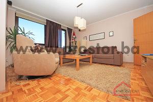 PROSTOR prodaje: Namješten stan sa garažom, Vraca