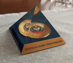Skulptura piramida Egipat Policijska medalja