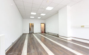 Višenamjenski poslovni prostor sa parkingom, Ciglane