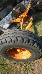 Osovina sa novim gumama i gibnjevima