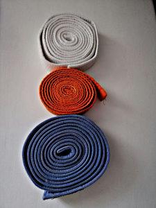 POJAS ZA KARATE (bijeli, naranđasti i plavi)