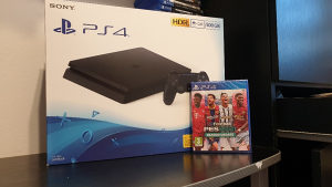 Sony Playstation 4 + PES 2021 PS4 Konzola