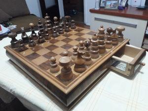 Prodajem šah -šahovsku garnituru (raritet) 061 375 787