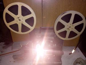 Kino projektor 16 mm