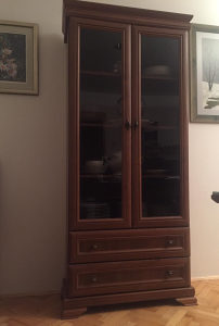 Namještaj(komoda, vitrina, stol, tv stalak)