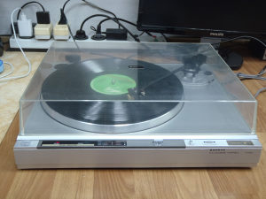 Sanyo FULL Automatic Turntable TP 1400