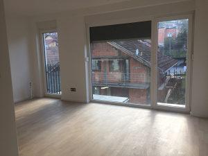 Stan sa podnim grijanjem prozori od poda do plafona