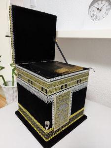 Kur'an sa kutijom u obliku Kabe