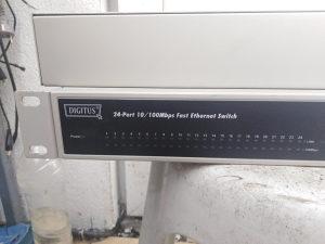 24 portni switch