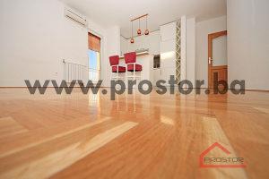 PROSTOR prodaje:Trosoban stan sa balkonom i lođom, Stup
