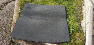 Tekstilna patosnica za gepek