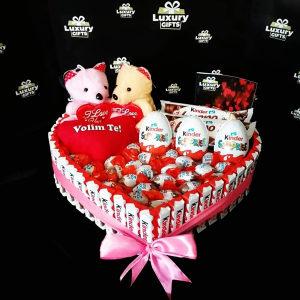 Dva meda,srce i slatkisi za rodjendan,8 mart