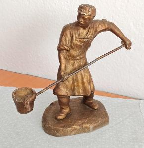 Skulptura - bronzani kip ljevač željeza