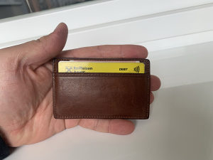 Minimalist mali kožni novčanik za kartice