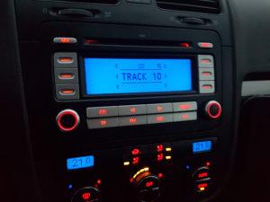 Golf 5 radio sa kodom