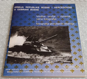 Izložba oružja i opreme Armija BiH ARBiH - ratne fotogr