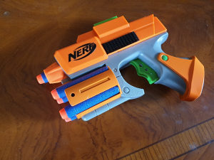 Nerf pistolj