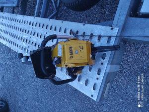Masina za sjecenje asfalta