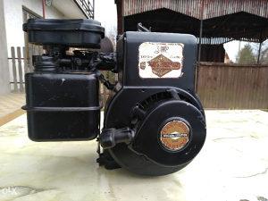 Bočni benzinski motor za frezu/kosilicu Briggs...