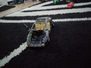 Porsche autic sav razbijen