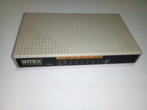 8-porni Ethernet switch INTEX