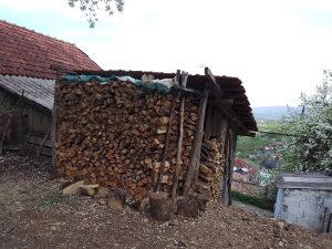 Prodajem tri metra hrastovi drva