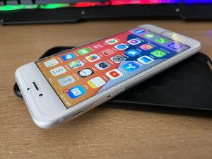 Apple iPhone 6S // 64GB // Silver