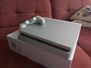 Playstation 4(PS4)Slim+PES 21+ 2 dzojstika