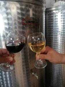 Domace vino bijelo i crno Domaca rakija