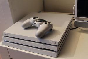Playstation 4(PS4)Pro+GTA V+RED Dead 2+Minecraft itd