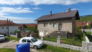 Prodaje se kuća sa dvorištem: Breza-Založje