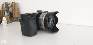 Sony a6000 + Objektiv 16mm 2.8 + SD Kartica