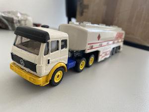 Mercedes tanker 1:55
