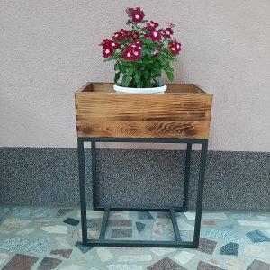 Stalci za cvijeće i stolovi za domaćinstva