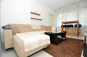501148 Dvosoban namješten stan najam Kovačići Splitska
