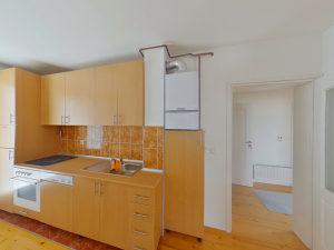 501155 Trosoban stan u kući Rajlovac