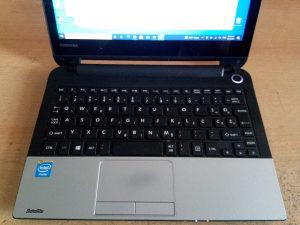 Laptop Toshiba 11,6 sa tauch displeyom i Windows 11 OS