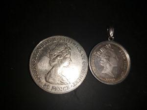 Kraljica Elizabeta II kovanica i privjesak