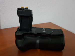 Neewer battery grip BG-E8