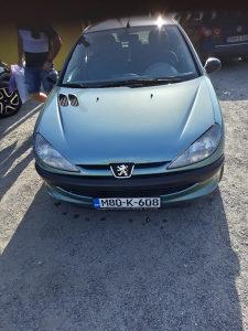 Peugeot 206 uekstra stanju ima klimu reg do marta
