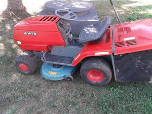 Traktor kosilica kosacica s korpom